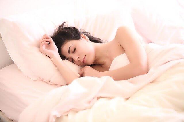 sleep woman for weight loss