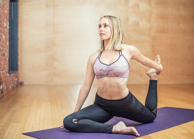 woman doing yoga to lose weight